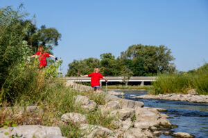 Fox River clean-up volunteers picture