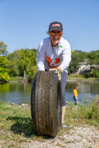 river clean-up volunteer picture